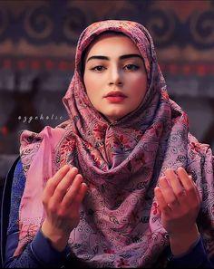 Turkish Women Beautiful, Turkish Beauty, Cute Girl Photo, Girl Photo Poses, Girl Pictures, Girl Photos, Arabian Beauty Women, Dps For Girls, Muslim Beauty