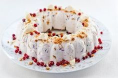 Pipari-puolukkajäädyke Sweet Recipes, Cake Recipes, Christmas Feeling, No Bake Desserts, Bagel, Doughnut, Food To Make, Deserts, Food And Drink