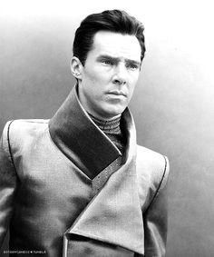 Benedict Cumberbatch as Khan in STAR TREK: INTO DARKNESS (2013).