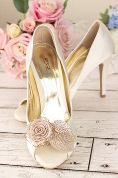 Rosette shoe clips with embroidered flower & rhinestone gold leaves! Gorgeous. #bridal #weddingshoes #bridalfashion