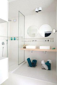 Wnętrze dnia: łazienka z prysznicem
