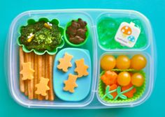 How to Pack a Teddy Bear Picnic Lunch Box - use Play-Doh cutters we already have. Easy Lunch Boxes, Lunch Box Recipes, Bento Box Lunch, Lunch Snacks, Lunchbox Ideas, Kid Friendly Dinner, Kid Friendly Meals, Teddy Bear Party, Teddy Bears