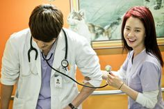 Last week's episodes provided some of the juiciest, cutest, and funniest scenes Emergency Couple had had in weeks. It was more motivating to screen cap, and even the drama's gallery p… Song Ji Hyo Drama, Emergency Couple, A Werewolf Boy, Choi Jin Hyuk, Medical Drama, Lucky Ladies, Funny Scenes, Flower Boys, Pride And Prejudice