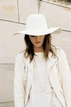 Glamour| Serafini Amelia| Fashionable White Styling