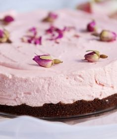 """Another Pinner Said--TURKISH DELIGHT CHEESECAKE """"It's not beyond the realm of reason to believe that a cheesecake incorporating both flavours will take you straight to heaven. Just Desserts, Delicious Desserts, Yummy Food, Cheesecake Recipes, Dessert Recipes, Cupcake Cakes, Cupcakes, Aussie Food, Turkish Delight"""