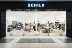Exclusive fashion – classic or modern, for business or leisure – can be found in the Emmen Center in Central Switzerland. The Schild fashion store invites customers to discover the latest men's and women's fashion from leading brands, plus a wide range of accessories.