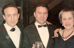 Roberto y Horacio al lado de su madre, Elsa Bolaños.