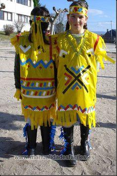Galeria de disfraces sencillos y faciles de hacer con material reciclado Indian Costumes, Fancy Costumes, Diy Costumes, Halloween Costumes, Diy Carnival, Carnival Costumes, Red Indian, Native Indian, Silly Gifts