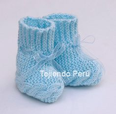 How to knit booties with braids on two needles or sticks for babies Knitted Booties, Knit Shoes, Crochet Baby Shoes, Baby Booties, Crochet Yarn, Baby Hats Knitting, Knitting For Kids, Knitting Yarn, Baby Converse