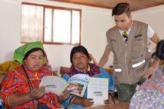 Miles de jóvenes y adultos indígenas están aprendiendo a leer y escribir no solo en su lengua materna, también lo hacen en español, sin modificar...