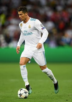 Cristiano Ronaldo of Real Madrid runs with the ball during the UEFA Champions League Final between Real Madrid and Liverpool at NSC Olimpiyskiy Stadium on May 2018 in Kiev, Ukraine. Cristano Ronaldo, Ronaldo Football, Cristiano Ronaldo Cr7, Fotos Real Madrid, Soccer Team Photos, Liverpool Uefa Champions League, Ronaldo Free Kick, Best Football Players, Football Jerseys