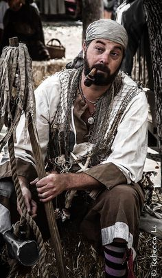 Merloy, the oldest pirate, he saw Alex as his own daughter Superman, Golden Age Of Piracy, Pirates Cove, Armadura Medieval, Black Sails, Pirate Life, Jolly Roger, Halloween Disfraces, Tall Ships