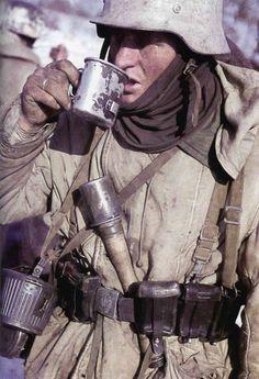 World War II - Stalingrad 1942 - German soldier drinking coffee. Military Photos, Military Art, Military History, Ww2 History, World History, World War Ii, History Online, German Soldiers Ww2, German Army