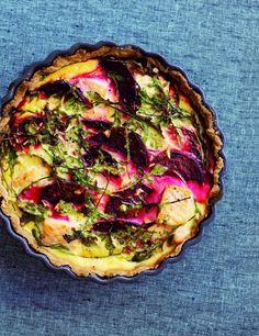 Rødbedetærte med laks og peberrod - Nem & smagfuld opskrift | Sæson