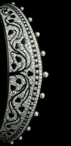 Tiara created by Cartier Paris in 1914. Inspired by the shape of the Russian kokoshnik tiaras, this platinum piece is set with old-cut round diamonds, 15 natural pearls, calibrated and fancy-shaped onyx and black enamel.