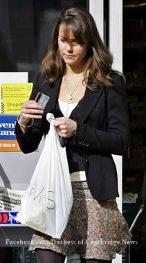 March 31, 2006 - Kate shopping in the Chelsea area of London.