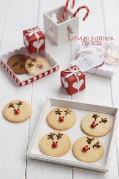rudolph reindeer cookies next Christmas I'll make these ! Holiday Treats, Christmas Treats, Christmas Cookies, Holiday Recipes, Christmas Holidays, Xmas, Christmas Kitchen, Christmas Baking, Baking Bad