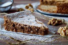 La Torta di Noci è un dolce goloso, semplice e leggero, adatto a tutte le occasioni. Per prepararla useremo solamente 3 ingredienti: Uova, Zucchero e Noci Tritate, niente farina e niente lievito. Possiamo personalizzare la Torta di Noci aggiungendo ingredienti come qualche goccia di liquore o magari gocce di cioccolato. La Torta di Noci si [...] Mary Berry Desserts, Cake Cookies, Cupcake Cakes, Biscotti, Chocolates, Torte Cake, Italy Food, Bakery Cakes, Cheesecake