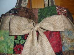 Bolsa em tecido importado e nobuck, parte frontal da bolsa em patchwork quiltado, bolsa com zíper. R$ 180,00