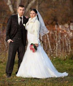 Maťka a Mirko Rerichovci, náš ďalší nádherný svadobný pár. Krásna nevesta, výborne oblečený ženích a ……vydarené družičky. Manželom Rerichovcom želáme veľa lásky a šťastia v živote.