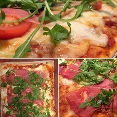 Vi elsker pizza! Især af de hjemmelavede slags. Vi bager dem allerhelst med hjemmelavede bunde og i grillen, men på dage som i dag, hvor det er næsten 10 minusgrader, så bliver grillen bare ikke helt varm nok. Så i ovnen med den, det smager stadig godt, når bare fyldet er i orden. #hjemmelavet #mozzarella #pizza #rucola #serrano #skinke #tomat
