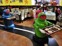 Restaurante Robô - Desde Junho de 2012, um restaurante na cidade de Harbin na China usa robôs para cozinhar e servir as mesas. Após carga de 2 horas, eles podem trabalhar continuamente por 5 horas. Possuem 10 tipos de expressões faciais e podem dizer pequenas frases de boas-vindas.