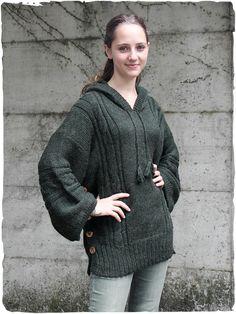 Franka woman's sweater poncho #woman #sweater #poncho #modaetnica #ethnicalfashion #alpacaswhool #lanadialpaca #peruvianfashion #peru #lamamita #moda #fashion #italianfashion #style #italianstyle #modaitaliana #lamamitafashion