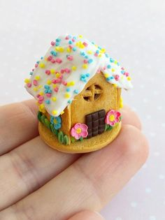 Miniature food for dolls, fake gingerbread spring house, polymer clay food for doll and dollhouse, 1 Polymer Clay Cake, Polymer Clay Miniatures, Polymer Clay Crafts, Miniature Crafts, Miniature Food, Miniature Dollhouse, Christmas Gingerbread House, Gingerbread Houses, Mini Craft