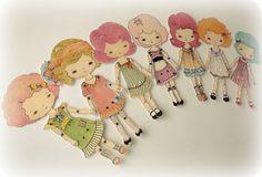 Collection de sept poupées en papier couleur soi-même