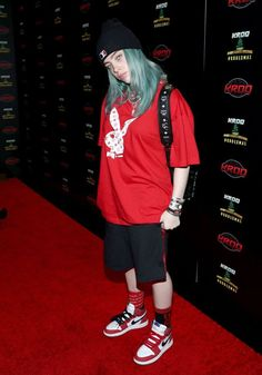 Billie Eilish speaks during an interview at KROQ Absolut Almost Acoustic Christmas at The Forum on December 2018 in Inglewood, California. Get premium, high resolution news photos at Getty Images Billie Eilish, Tomboy Fashion, Streetwear Fashion, Fashion Outfits, Looks Hip Hop, Interview, Mein Style, Celebrity Babies, Celebs