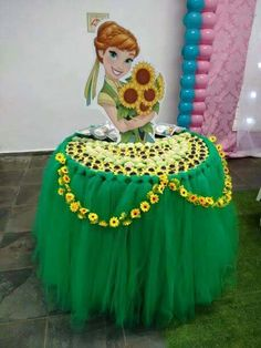 Table dressing for a frozen themed party Frozen Fever Party, Frozen Birthday Party, Disney Princess Party, Princess Birthday, Girl Birthday, Princess Theme, Childrens Party, Birthday Decorations, Table Decorations