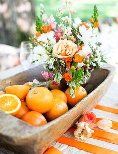 Arranjo de mesa tropical. #casamento