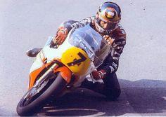 Clasp Garage: Bazza one knee down. Motorcycle Racers, Racing Motorcycles, Grand Prix, Old Bikes, Road Racing, Motogp, Yamaha, Race Cars, Champion
