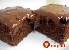 Úžasný šťavnatý koláčik z cukety a čoko-polevy. Cuketu v ceste nie ej vôbec cítiť, ale vďaka nej je krásne vláčne a šťavnaté.