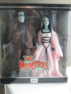 Barbie Collectables - Mattel The Munsters - Barbie & Ken Giftset - Barbie Doll. Dressed as The Munsters. Vintage Barbie, Vintage Dolls, Celebrity Barbie Dolls, The Munsters, Barbie Movies, Gothic Dolls, Beautiful Barbie Dolls, Ken Doll, Barbie And Ken