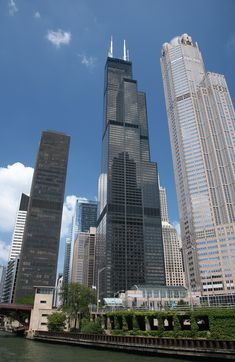 The Willis Tower, built as and still commonly referred to as Sears Tower, is a skyscraper in Chicago, Illinois, United States. Chicago Loop, Chicago Travel, Chicago City, Chicago Illinois, Chicago Usa, Milwaukee City, Illinois State, Chicago Skyline, Viajes