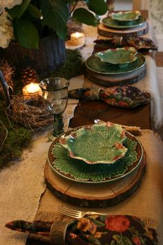woodland scape from vignette design with Majolica Plates Dresser La Table, Hobbit Party, Vignette Design, Beautiful Table Settings, Fall Table, Deco Table, Decoration Table, Dinner Table, Vignettes