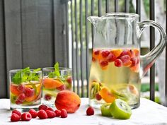 Skinny Girl Sangria  1-2 bottles of crisp white wine, I used 1 bottle Sauvignon Blanc and 1 bottle of sparkling Vino Verde  2 ripe local peaches, sliced  1 pint raspberries  2 kiwis  several sprigs of mint  Stevia