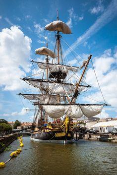 """L'Hermione reprend la mer aujourd'hui (18-04-2015). """"All sails set"""" - http://www.visit-poitou-charentes.com/en/Poitou-Charentes-Blog/News-Offers/The-Frigate-Hermione-making-waves-across-the-Atlantic"""