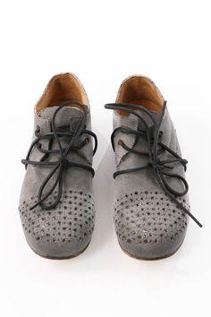 Schuhe von RUNDHOLZ bei nobananas mode #nobananas #rundholz #perforated #shoes…