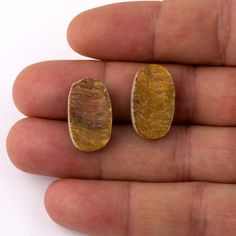 *20,80mm x 12,25mm x 5,33mm  *Raw Sliced Tigereye oval pair  GENERAL INFORMATION STONES; *Raw rough stone shaped without touching the surface of the stone,that way you get the original texture of the gemstone. *We can do custom Works,such as specific size or shape,another Stone that we do not list might be avaliable or possible,please ask your need and we will return you in 3 business days, BEADS; *We can do custom Works such as specific size or shape connectors,or beads,locks,or chains pls…