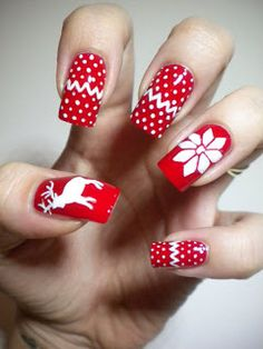 Questa nail art è bellissima per il Natale ed è super fashon #nail art natalizie#