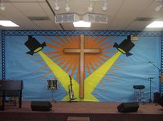 great stage decor, keeps the focus on Jesus
