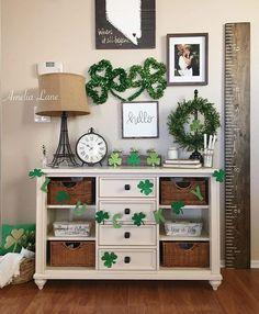 It only seemed fitting being March 1st!☘️ . . . #giddy4garland #showusyourdecor #17daysofshamrocks #mydecorwednesday #mywooddecorwednesday #feelslikehomewednesday #mypopofcolor #wednesdaywalldecor #welcomingwednesdaywritings . . . #stpatricksday #stpattysday #wednesday #entryway #green #4leafclover #stpaddysday #hobbylobby #target #march #decor #decorating #homedecoration #homestyling #instadecor #homedecorating #homedecorinspiration #homedecor #decoration #decorations #march1st