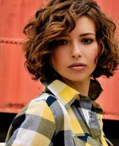 Pretty Short Curly Hair for Women