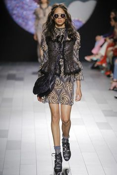 See the full Spring 2018 collection from Anna Sui.