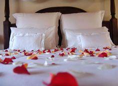 Romantic Honeymoon Wedding Night Bedroom Decorating Ideas – Dream Home – – Honeymoon Bedroom Romantic Room Decoration, Romantic Bedroom Decor, Trendy Bedroom, Modern Bedroom, Romantic Honeymoon, Romantic Evening, Honeymoon Ideas, Honeymoon Night, Enchanted Evening