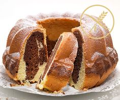 Glutenfreier Marmor-Gugelhopf You want to enjoy this gluten-free marble ring cake as fresh as possible. A batter is ideal for gluten-free flour. Gluten Free Biscuits, Gluten Free Bakery, Gluten Free Flour, Dessert Sans Gluten, Gluten Free Desserts, Burger Recipes, Gluten Free Recipes, Grain Free, Dairy Free