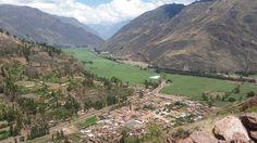 Hermosa vista de la entrada hacia el Valle Sagrado en Cusco.