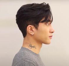 Medium Hair Cuts, Short Hair Cuts, Medium Hair Styles, Curly Hair Styles, Asian Fade Haircut, Korean Haircut Men, Asian Undercut, Korean Boy Hairstyle, Hairstyles Haircuts
